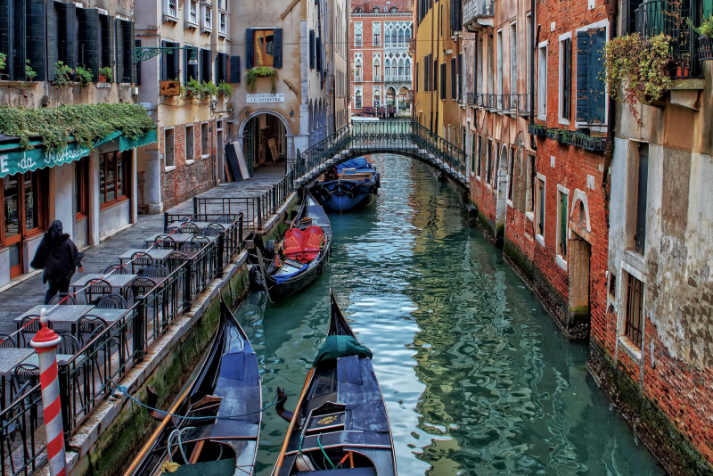 bacaro along the canal in Venice